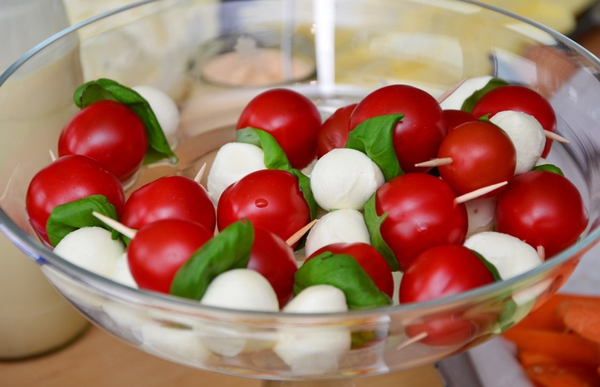 16-08-25_tomato-mozzarella-653838_1280